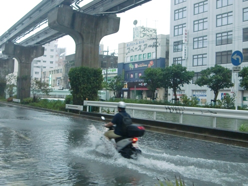 台風などの水害の時は、マンホールには気をつけて!!