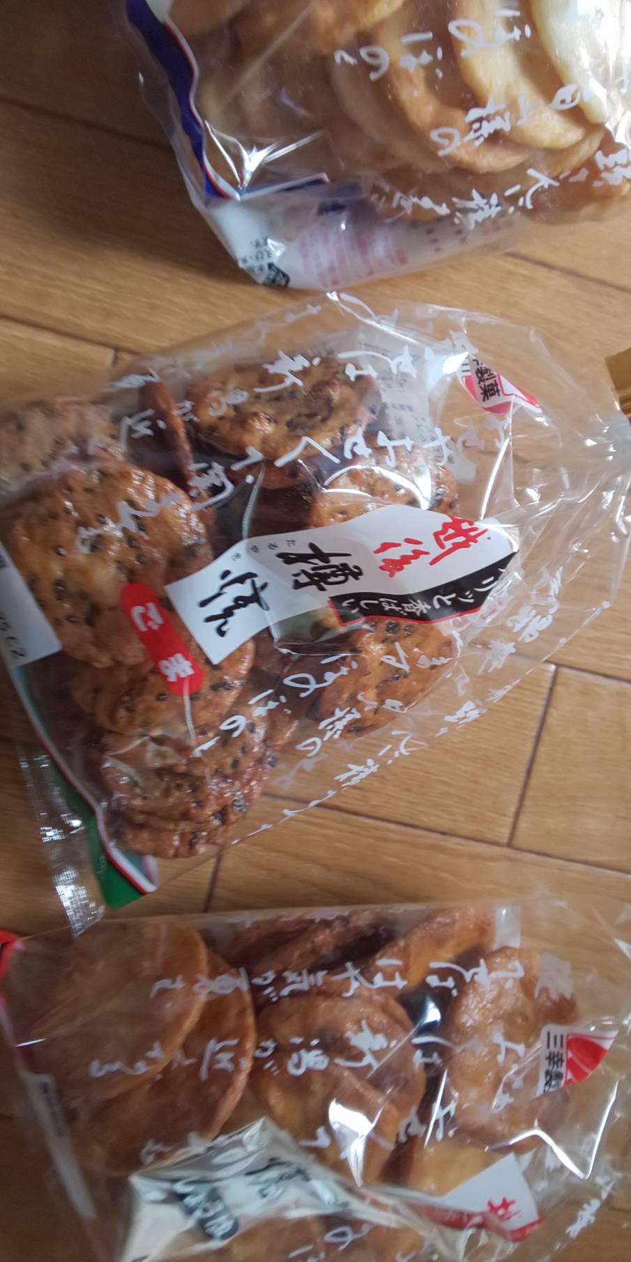 秋夜のお煎餅って マジ美味い!! やっぱり俺・・日本人だね~♪ byマッチ