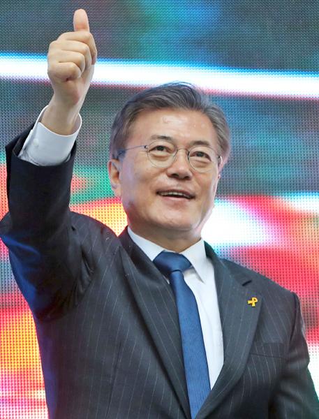 韓国政府  「手首を切ったのに、な ん で 見 て く れ な い の !!」
