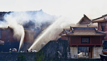 【首里城火災】イベントのため設置した壁のせいで自動放水銃が使えなかった?