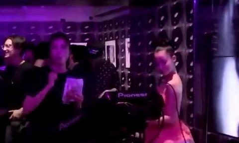 【芸能】クラブでノリノリの沢尻エリカ この時も合成麻薬を・・・動画・画像アリ