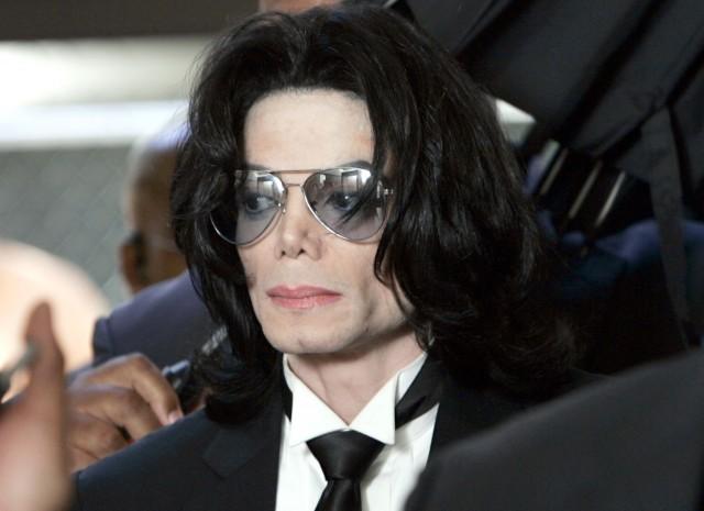 【芸能】 マイケル・ジャクソンの靴下 驚愕の価格で落札される!! 画像アリ