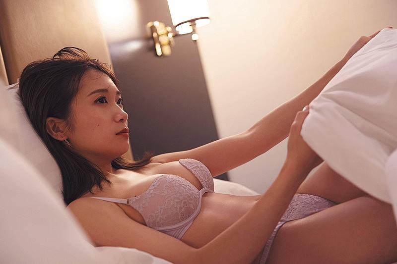 【芸能】乃木坂46の秋元真夏、2nd写真集はランジェリー姿で・・・