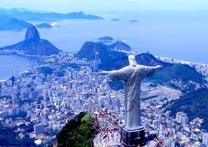 ブラジルの平均月収、4万円