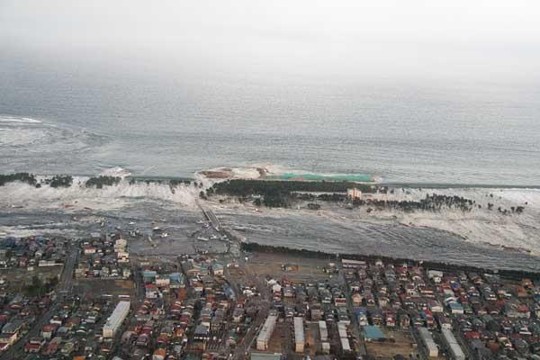 津波で死んだやつがたくさん居た所行ったら、幽霊たくさんおるんか?w