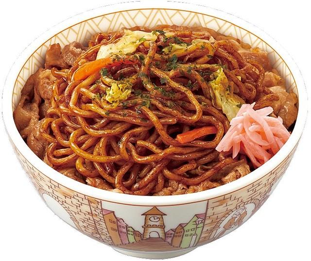 【外食】すき家で伝説の「やきそば牛丼」が復活! 映画クレヨンしんちゃん 公開記念で4月7日より