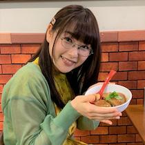 【芸能】桜井日奈子、台湾料理を手にニッコリ!ドラマオフショットが「ただただ可愛い」と反響